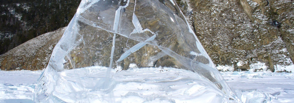 Озеро БайкалЧудо света - озеро Байкал размером с море, самое крупное в мире хранилище пресной воды, чистой, словно слеза. Фото Галины Лучшевой